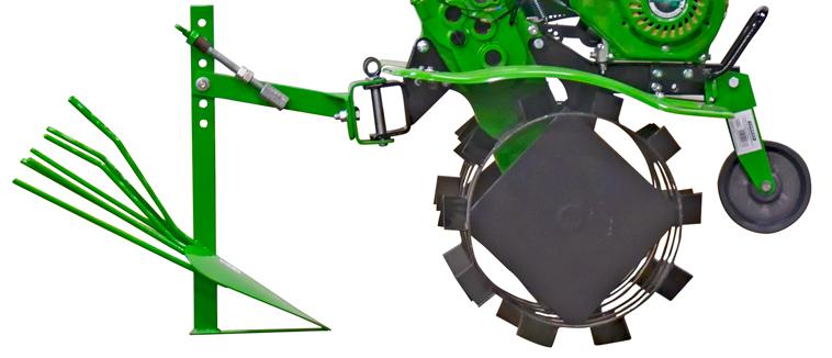 Мотоблок COUNTRY 900 MULTI-SHIFT с подключенным навесным оборудованием